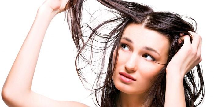 Жирные волосы у женщин