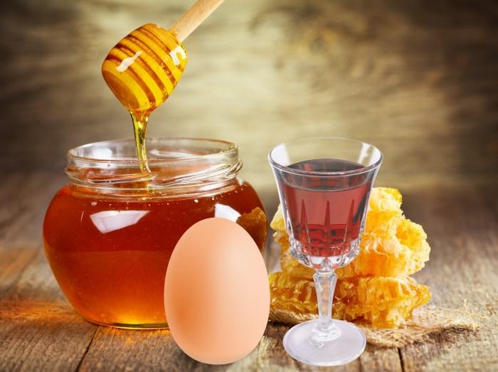 Медово-яично-коньячная смесь для локонов