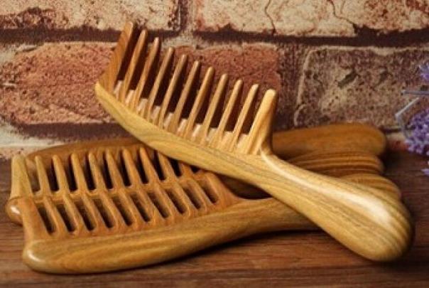 Деревянная расческа полезна и безопасна для локонов