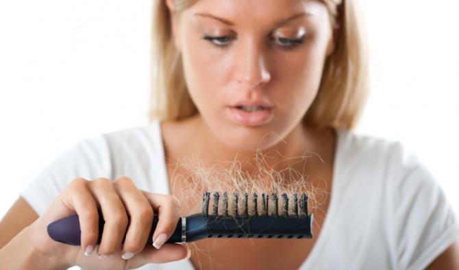 У женщин волос меньше, но выпадение их не столь активно, как у мужчин
