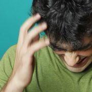 Вызывать зуд и выпадение волос может плохая экология