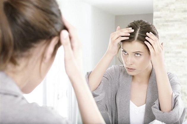 Волосы выпадают из-за частого использования фена