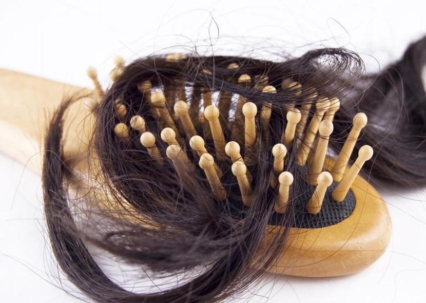 Выпадение волос из-за недостатка питания происходит очень часто