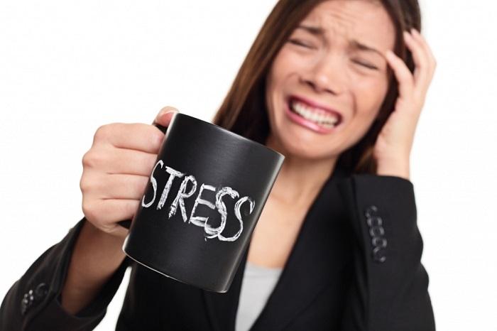 Стрессы приводят к выпадению волос