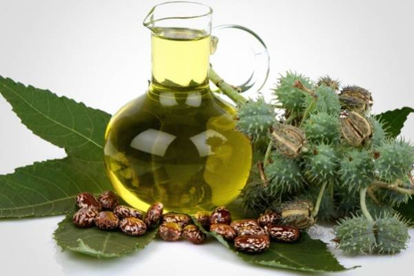 Касторовое масло очень полезно для роста волос