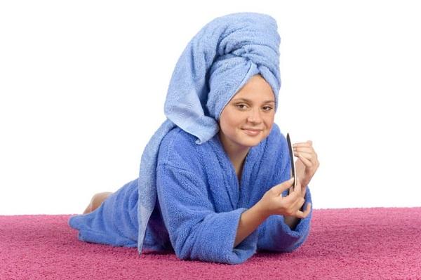 После нанесения маски волосам необходимо обеспечить тепло