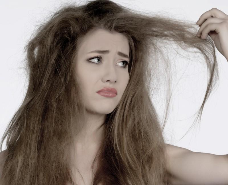 Сухие волосы легко излечит касторка