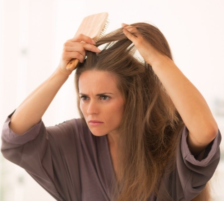 Нехватка жирных кислот особенно чувствительна для сухих и ломких волос