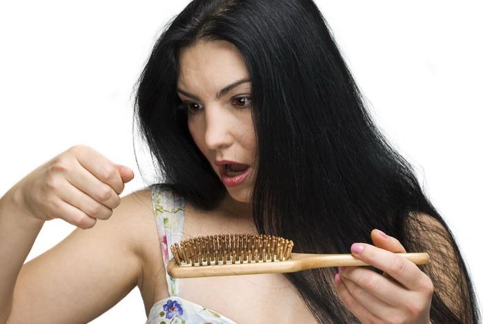 Выпадение волос – серьезная проблема, пренебрегать решением которой не следует