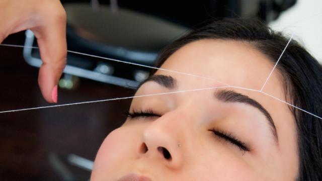 Коррекция бровей нитью – еще один способ сделать бровные дуги красивыми