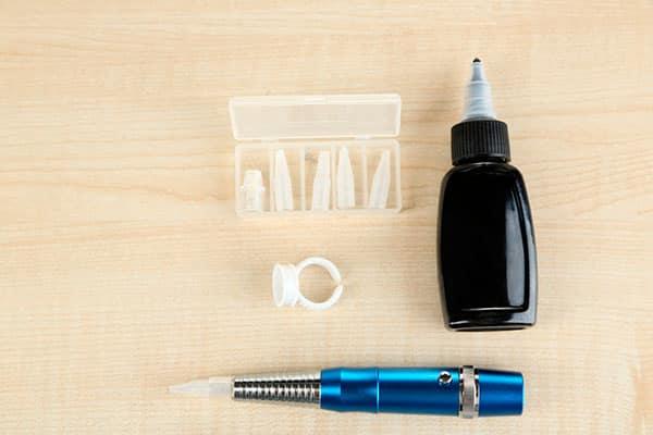 Специальные инструменты для проведения пудрового татуажа