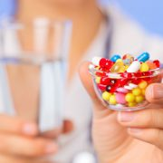 Таблетки – более серьезное средство для лечения алопеции, нежели шампуни
