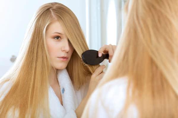 Здоровые и ухоженные волосы у женщины