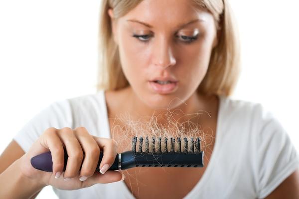 Женщины более болезненно переживают выпадение волос