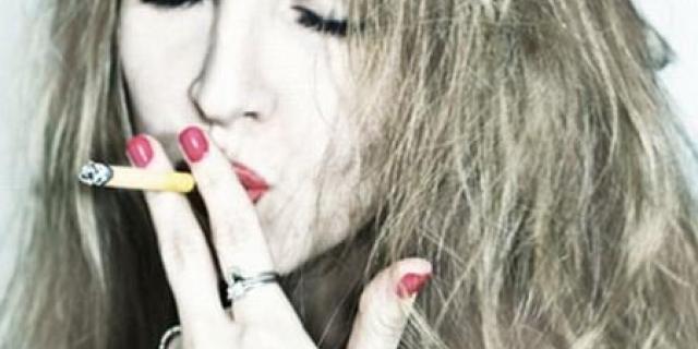 Если волосы выпадают и стали очень тонкие, возможно, виновато курение