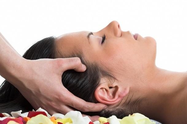Массаж головы помогает при выпадении волос