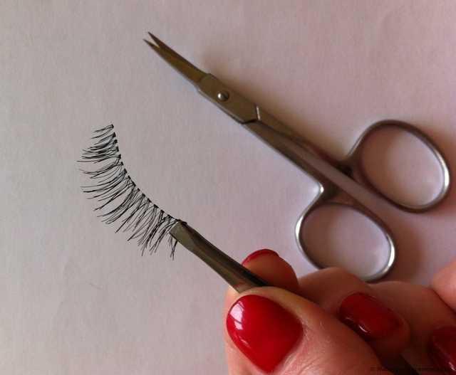 Обрезаем накладные ресницы