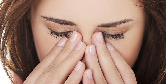 Аллергия или глазные болезни могут усугубиться при наклеивании ресниц
