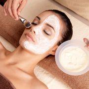 Питательная маска обогащает кожу полезными веществами