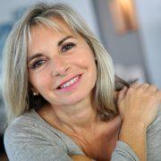 Правильный уход поможет дамам выглядеть шикарно в любом возрасте