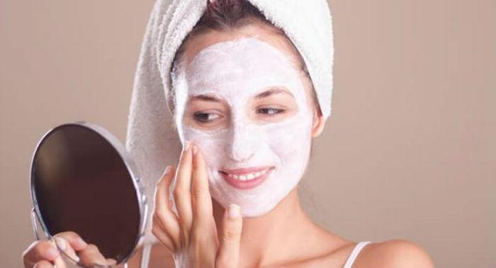Правильное нанесение мази на лицо – важный этап в лечении угревой болезни