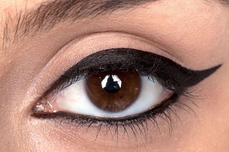 Широкая стрелка для больших глаз