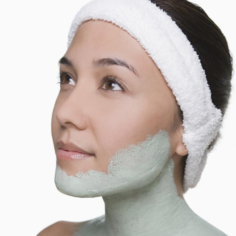 Нанесение маски на шею