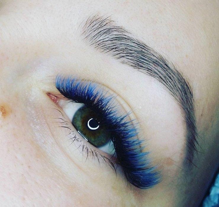 Голубая тушь делает глаза выразительнее
