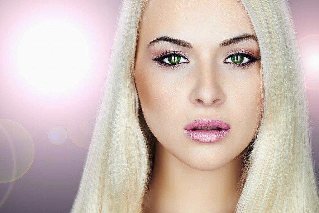 На губах светловолосых женщин хорошо смотрятся все оттенки розового