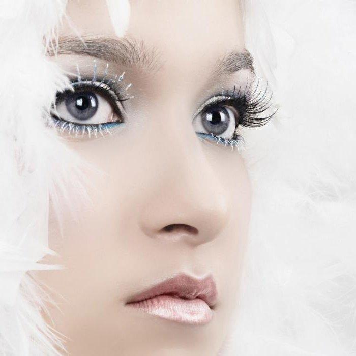 Белая тушь создаёт эффект инея