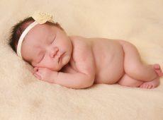 Новорожденные часто страдают от сухости кожи