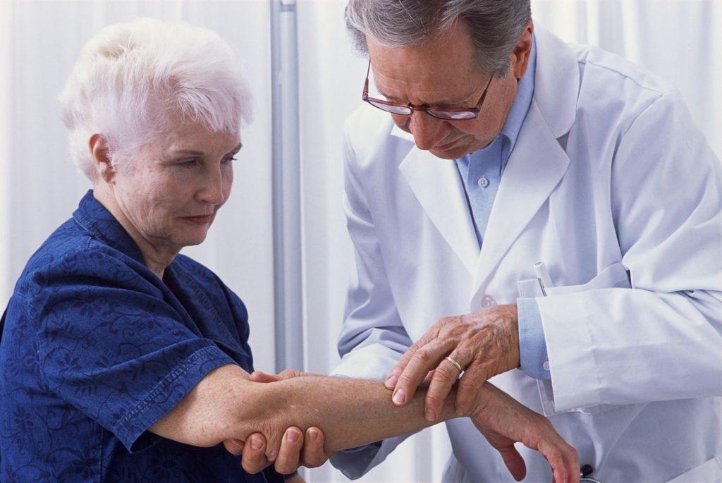 Шишки под кожей по всему телу на руках и ногах: причины и лечение