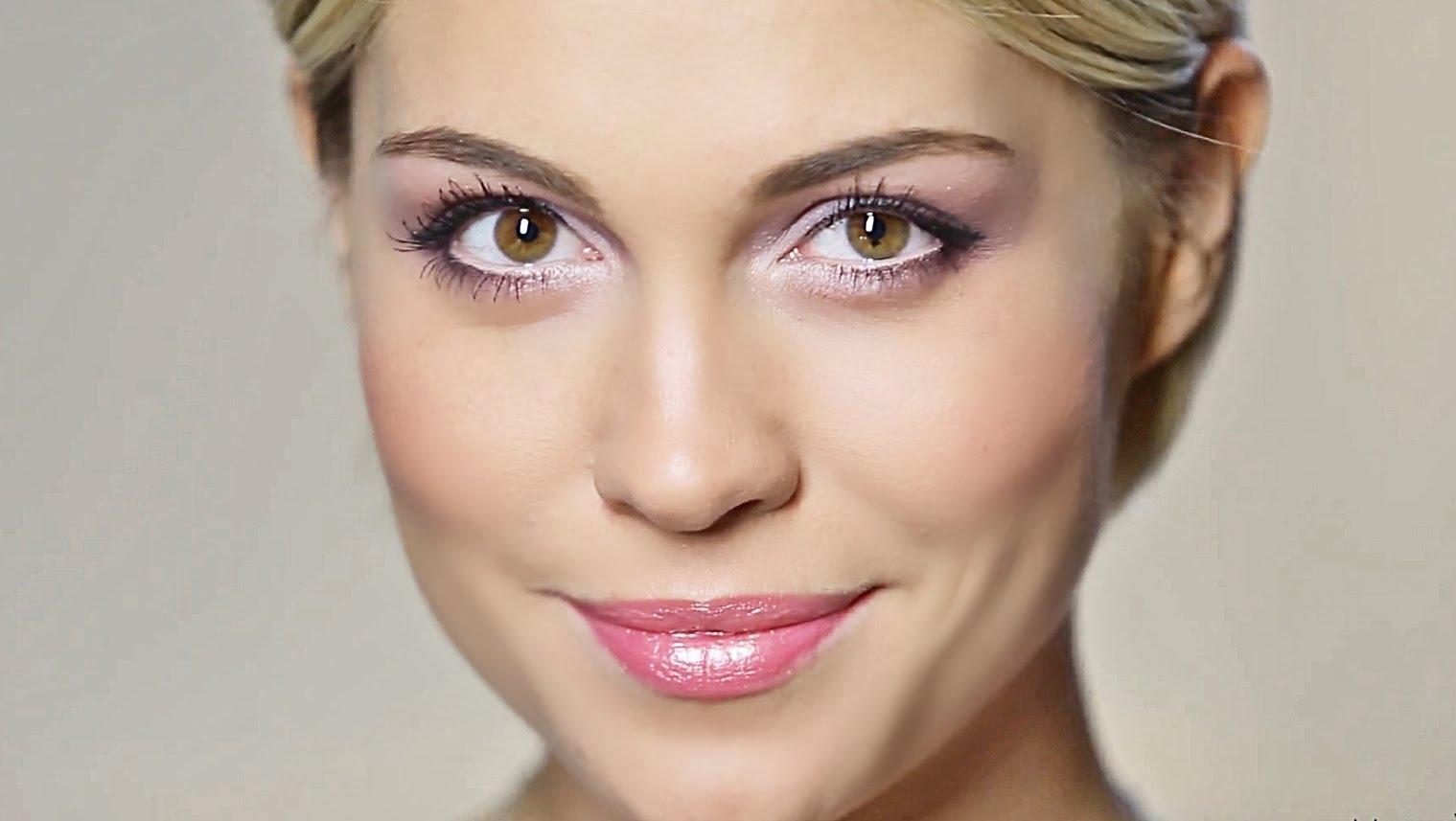 Женщина с макияжем, которой за 30 лет