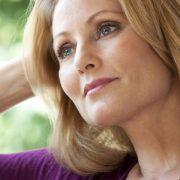 Подтягивающий крем для лица способен продлить молодость кожи без хирургического вмешательства