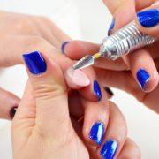 Процесс удаления наращенного ногтя