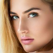 Способов поддерживать красоту бровей много, бритье – один из них