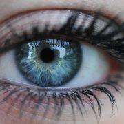 Глаза «небесного» цвета красивы и без косметики