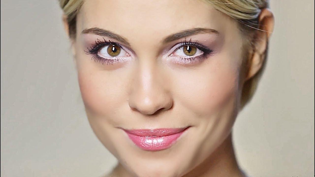 Перламутровые тени правильно можно использовать для дневного макияжа