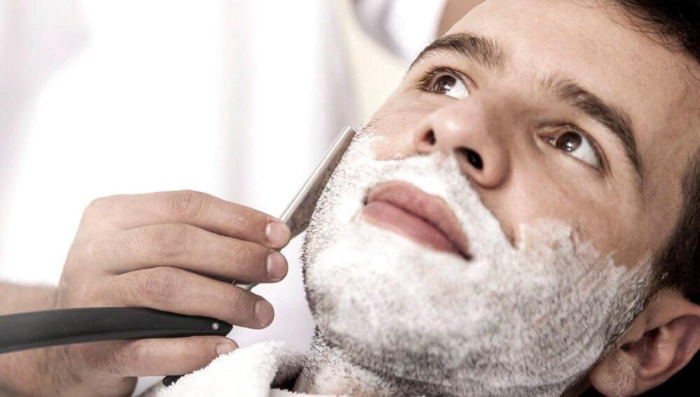 Королевское бритье лучше всего делать в салоне