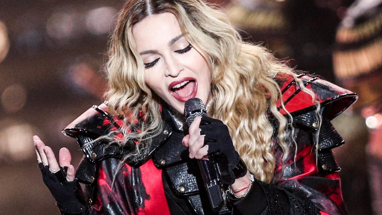 Мадонна стала первой женщиной, продемонстрировавшей японское изобретение