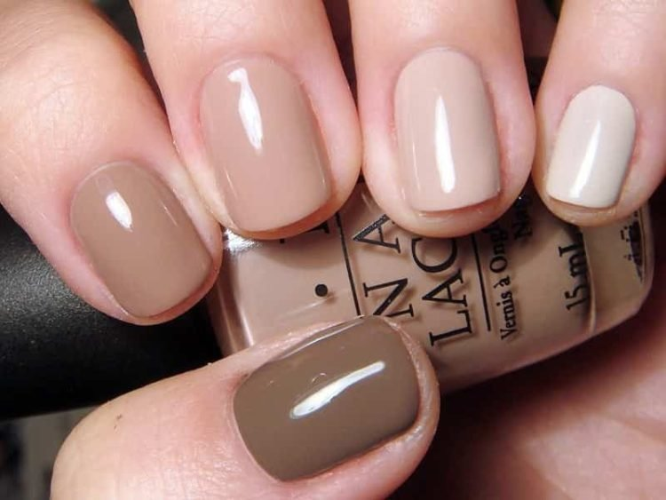 Нюдовые цвета смотрятся на таких ногтях очаровательно