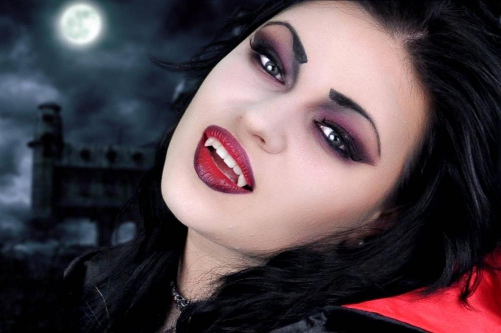 Готический макияж в вампирском стиле