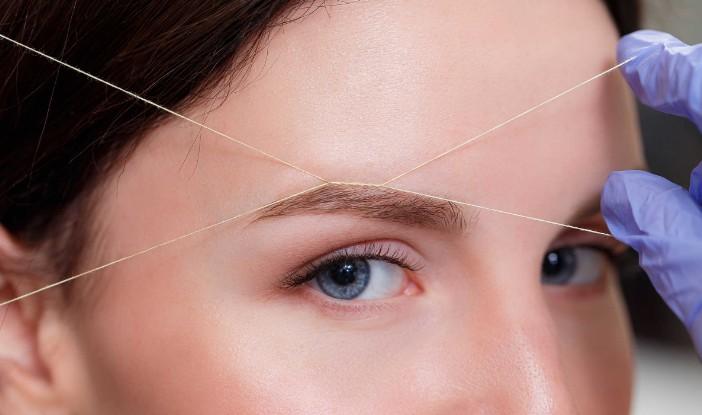 Все больше девушек отдает предпочтение тридингу – удалению волосков с помощью нитей