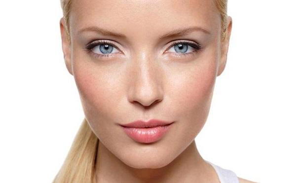 Помада для блондинок с серо-голубыми глазами