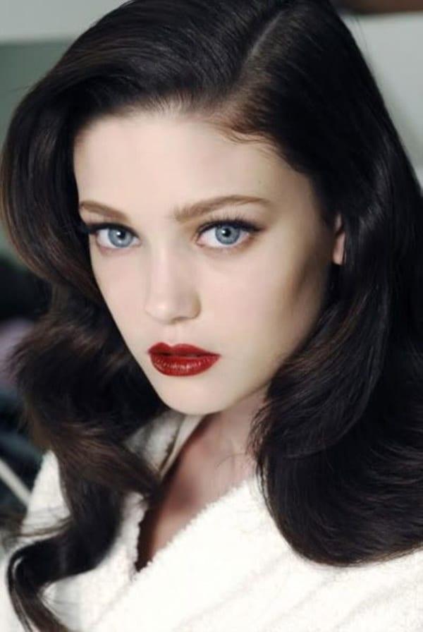Помада для девушек с темными волосами и голубыми глазами