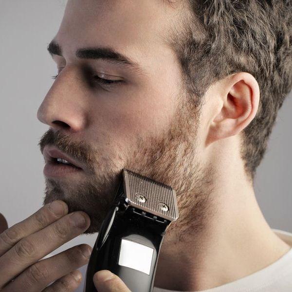 Вместо бритья станком используют электробритву и другие варианты удаления волос