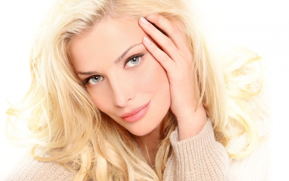 Повседневный макияж для серых глаз