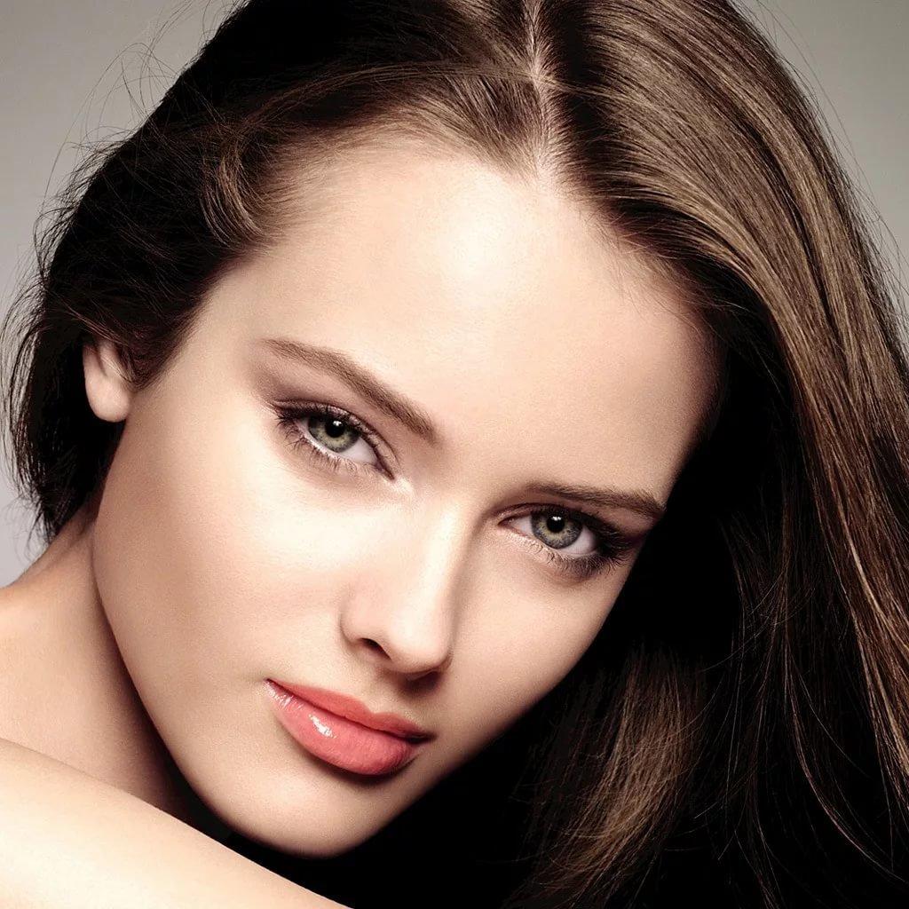 Невесомый свежий макияж с акцентом на чувственных губах