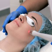 Омоложение участков кожи при помощи лазера