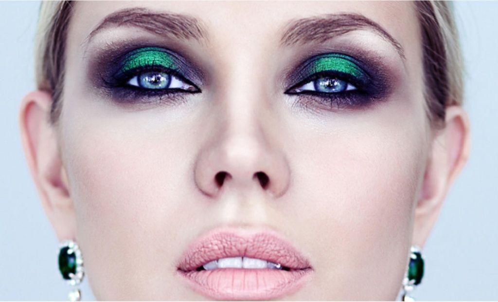 В макияже для фотосессии в студии должно быть больше ярких красок